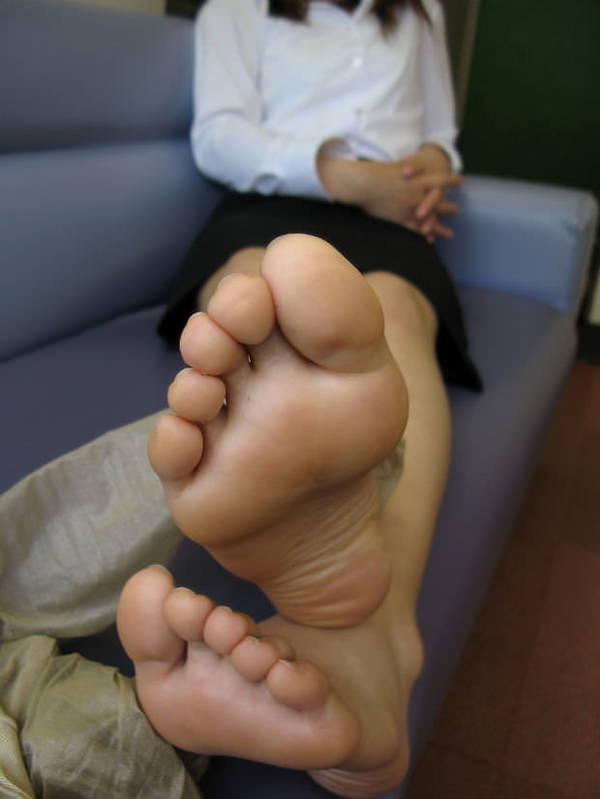 裸足の足の裏 15