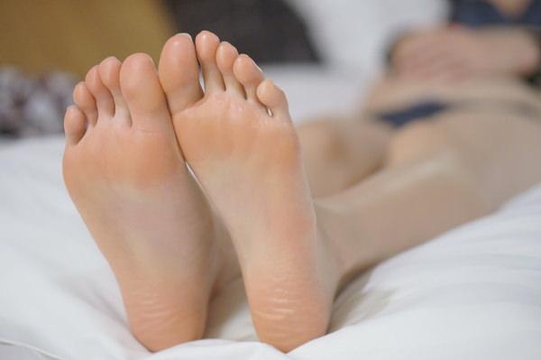 裸足の足の裏 23