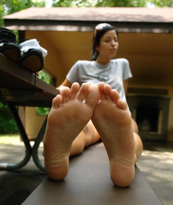 裸足の足の裏 28