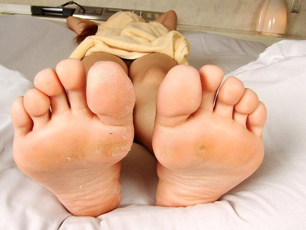 裸足の足の裏 31
