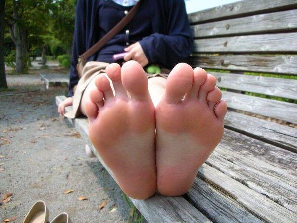 裸足の足の裏 21