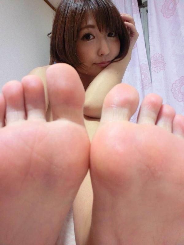 裸足の足の裏 9
