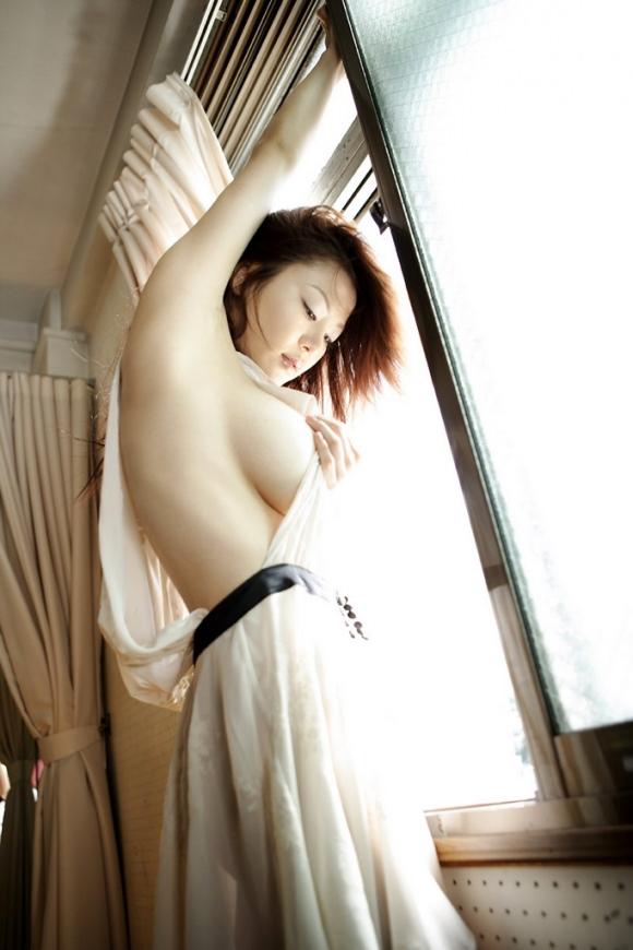 ハミ乳衣装着た女の子 3