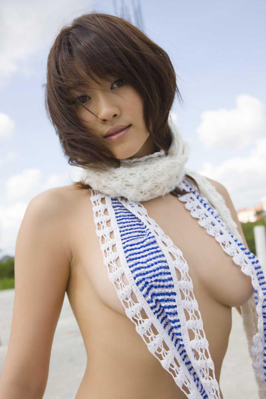 ハミ乳衣装着た女の子 11