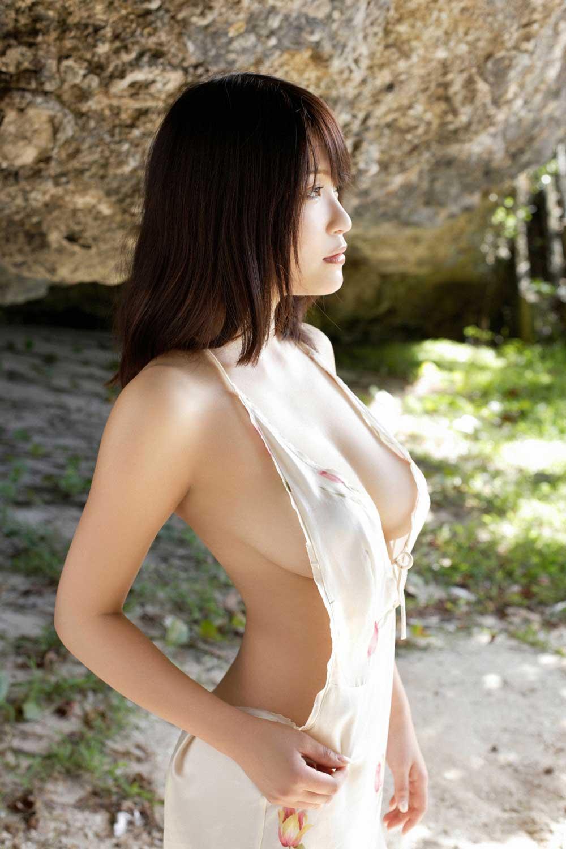 ハミ乳衣装着た女の子 17