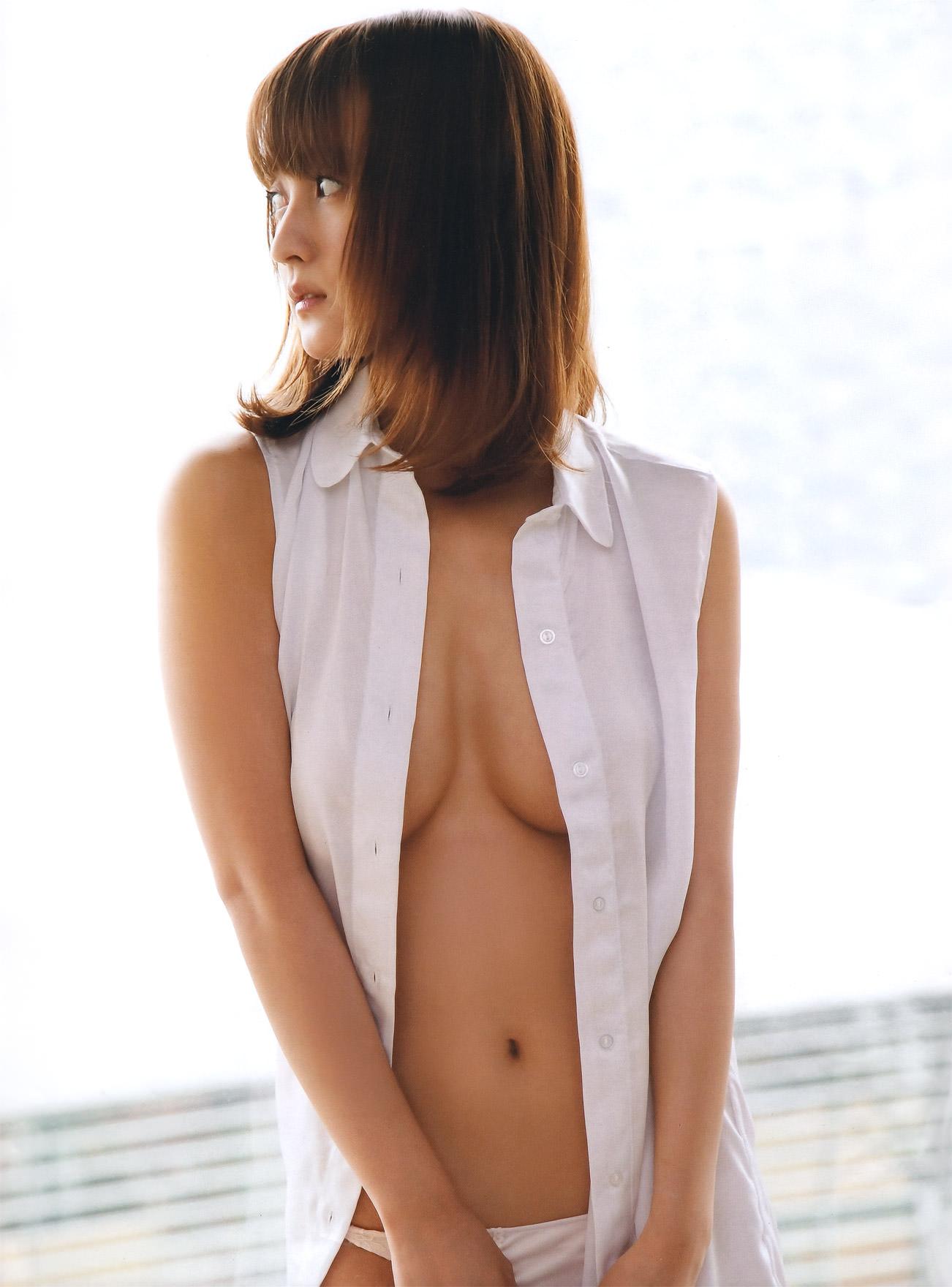 ハミ乳衣装着た女の子 20