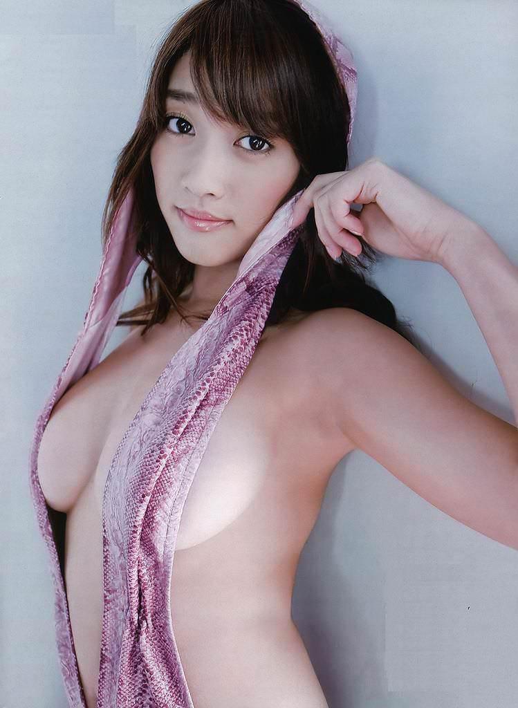 ハミ乳衣装着た女の子 22