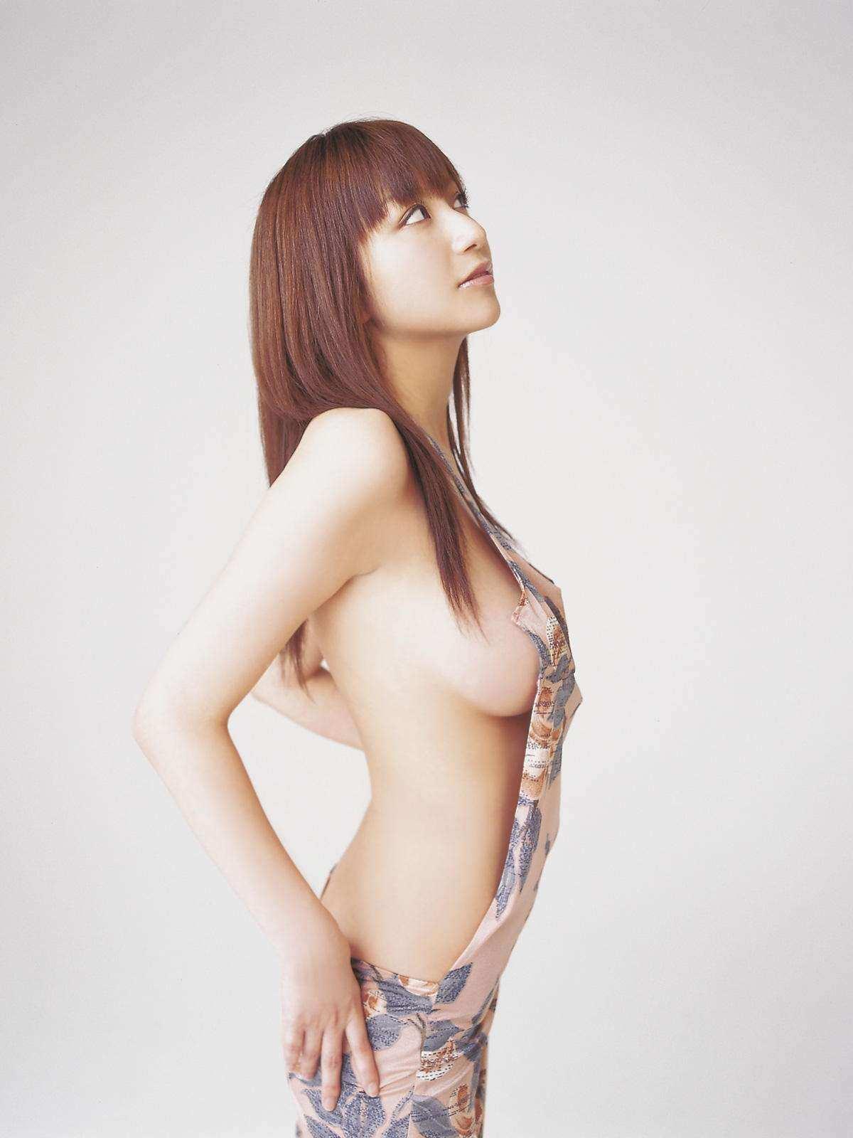 ハミ乳衣装着た女の子 23