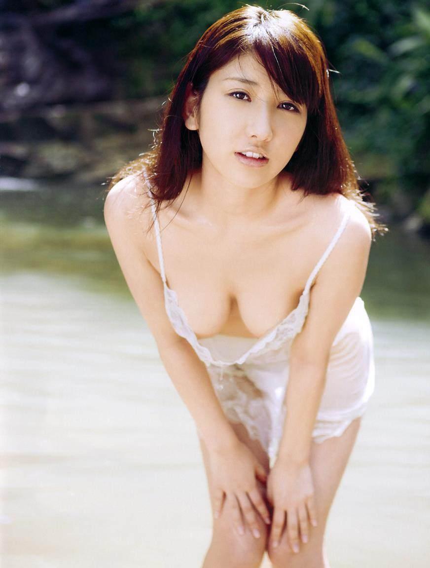 ハミ乳衣装着た女の子 30