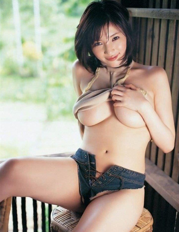 ハミ乳衣装着た女の子 42
