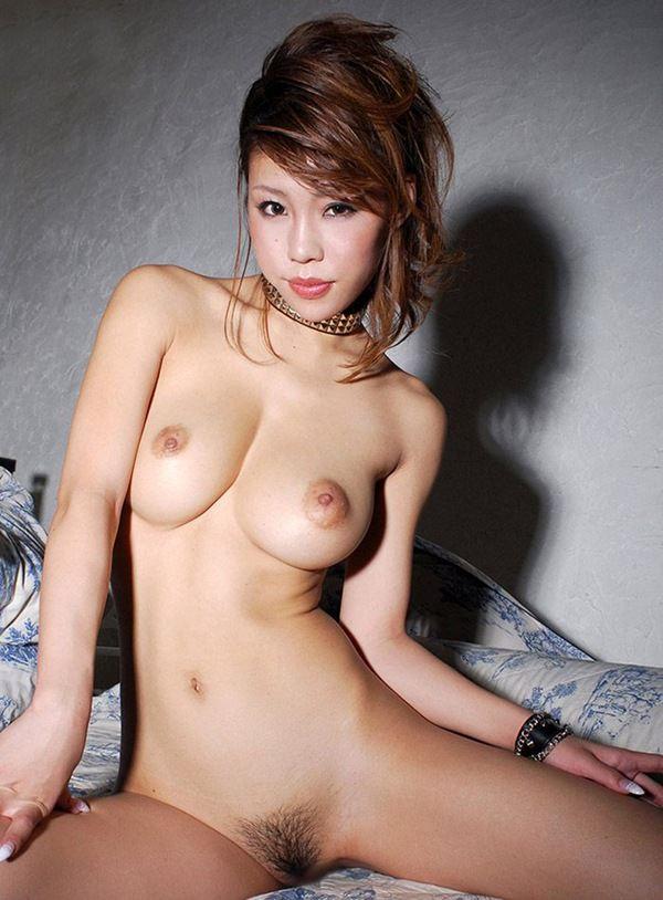 綺麗なお姉さんの陰毛丸出しのヘアヌード 29