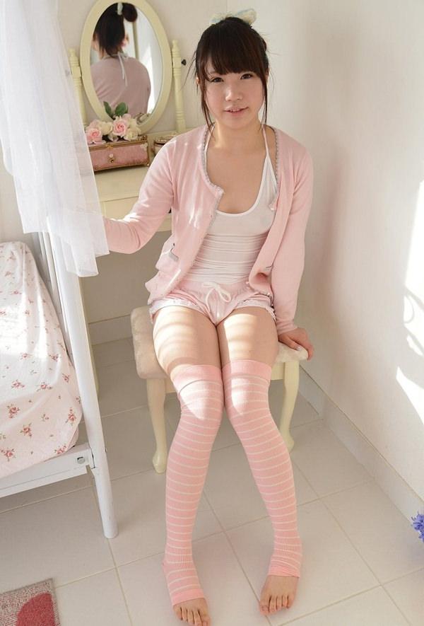無防備な部屋着姿の女の子 21