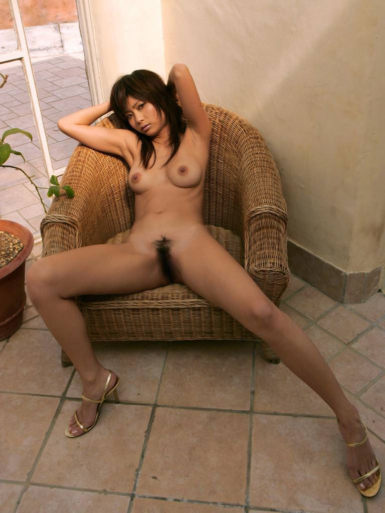 全裸にハイヒール履いた女の子 13