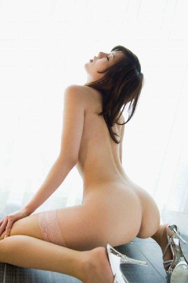 全裸にハイヒール履いた女の子 33