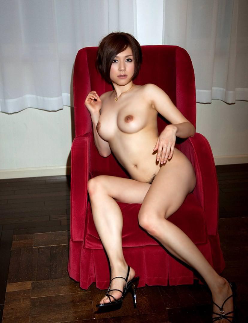 全裸にハイヒール履いた女の子