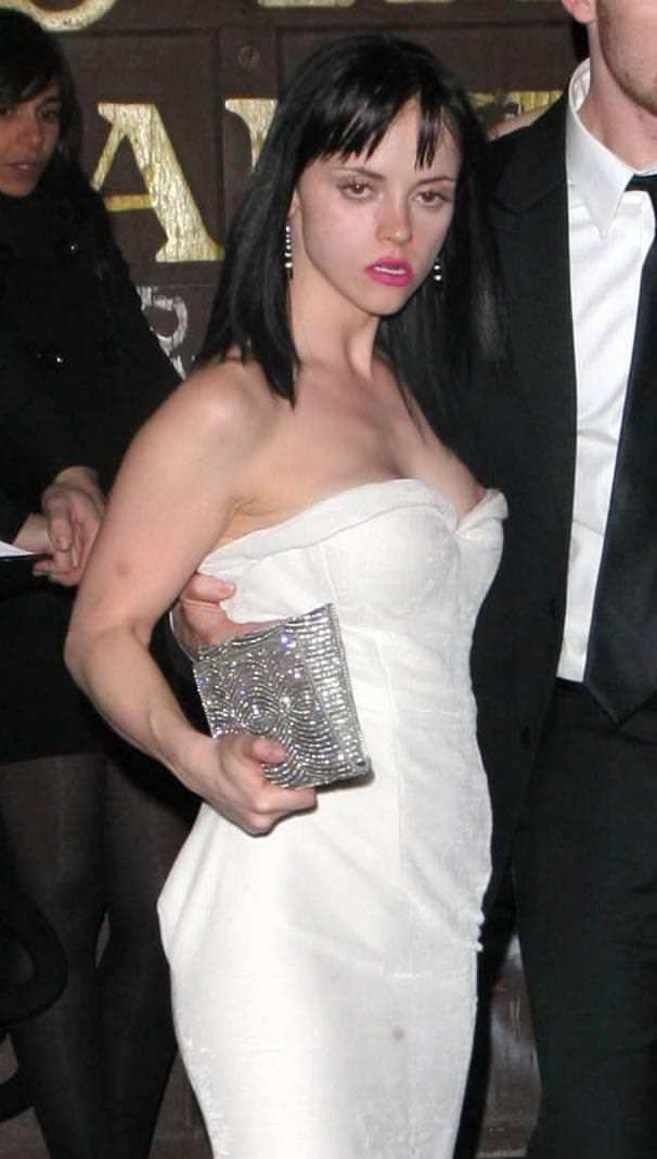 ハリウッド女優の乳首ポロリ 12