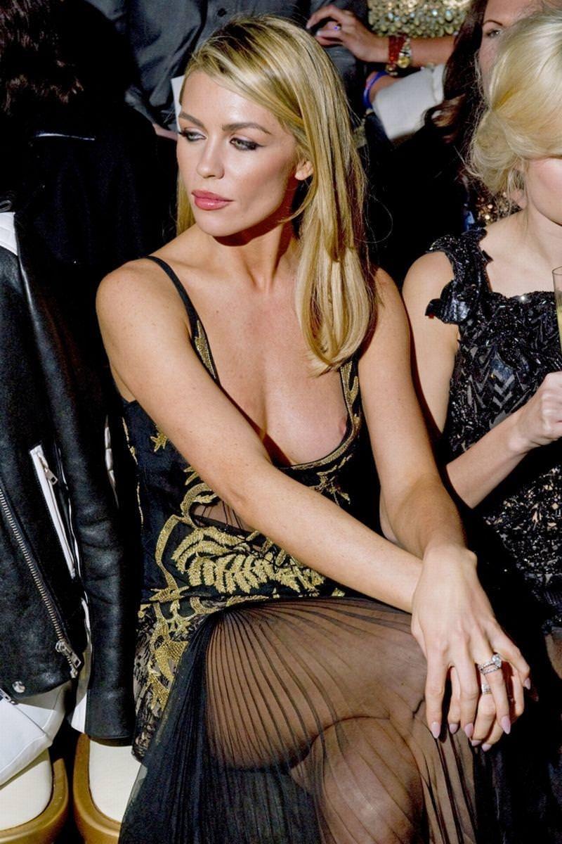 ハリウッド女優の乳首ポロリ 22