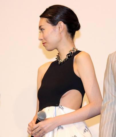 吹石一恵(32)穴空きドレスから乳房が…⇒垂れている…(※画像あり)