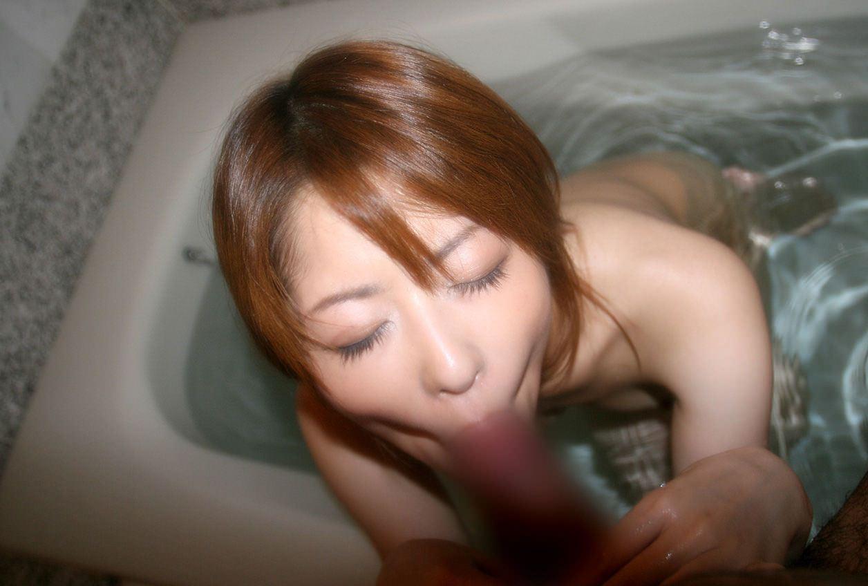 風呂場でフェラ 23