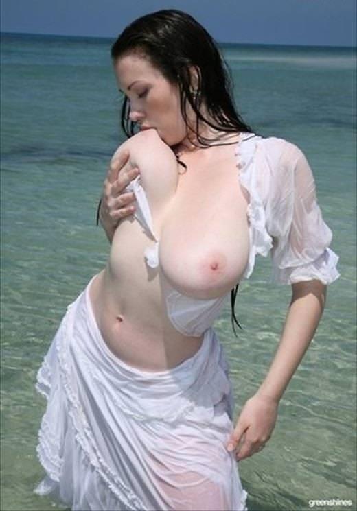自分で乳首舐めする巨乳の女の子 9