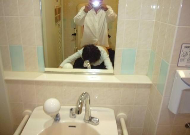 鏡の前で立ちバック 6