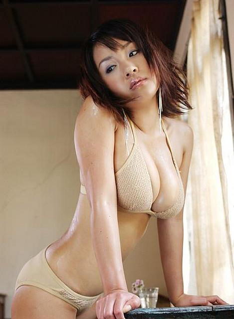 【画像】神楽坂恵とかいう女優のおっぱいデカすぎじゃね?