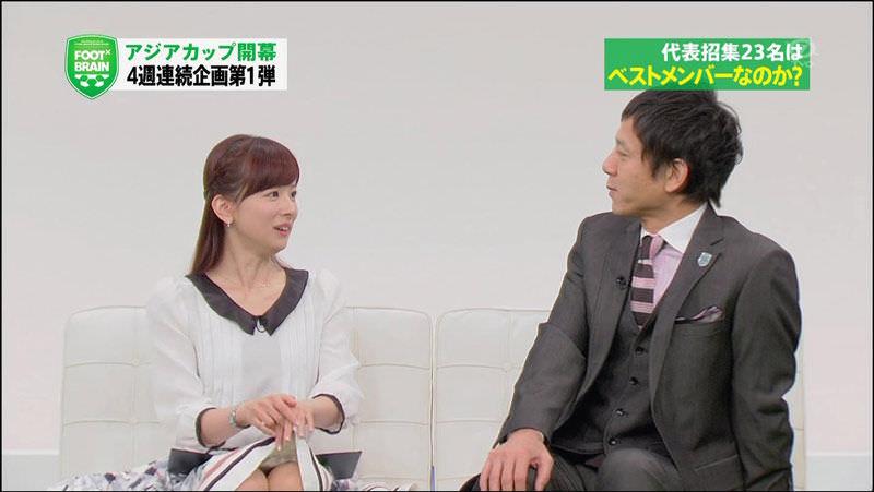 皆藤愛子アナ、パンチラ連発!明らかに意図的との声も