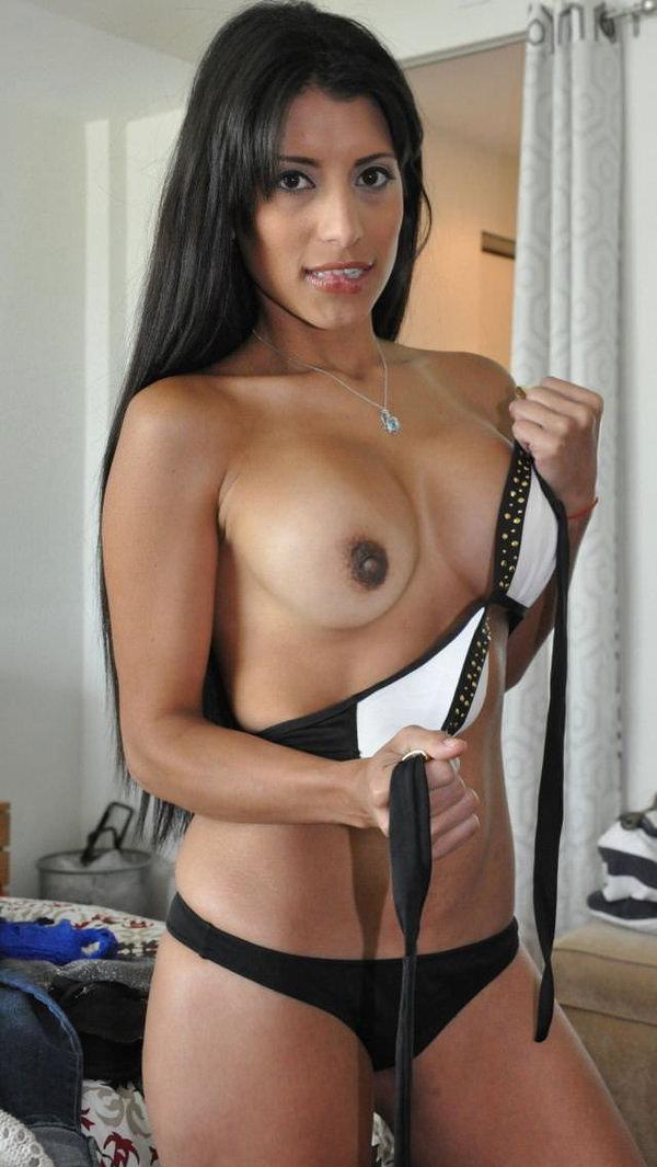 褐色肌のセクシーな外国人美女 14