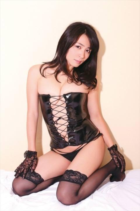 川村ゆきえがSM衣装でハミ乳披露⇒おっぱいの形が大変な事に…(※画像あり)
