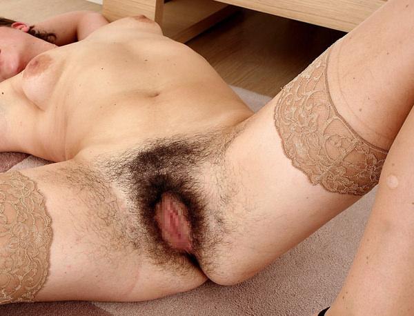 ケツ毛がびっしり生えてるアナル 3