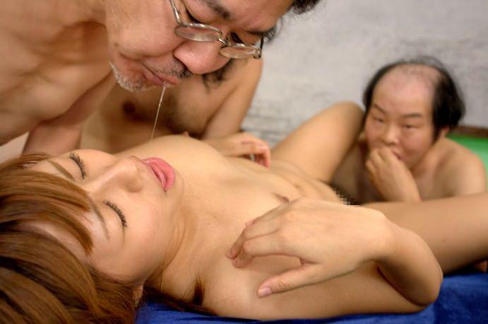 キモメンオヤジと美少女のセックス 30