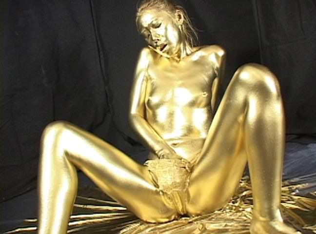 全身金粉のヌード 10