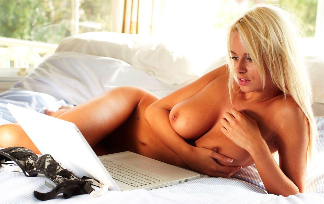 金髪外国人の全裸ヌード 20