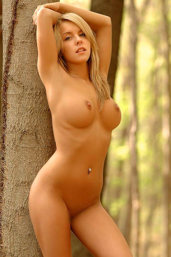 金髪外国人の全裸ヌード 35