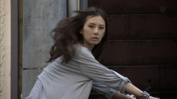 北川景子のM字開脚wwwwwwww主演ドラマで奇跡のショット