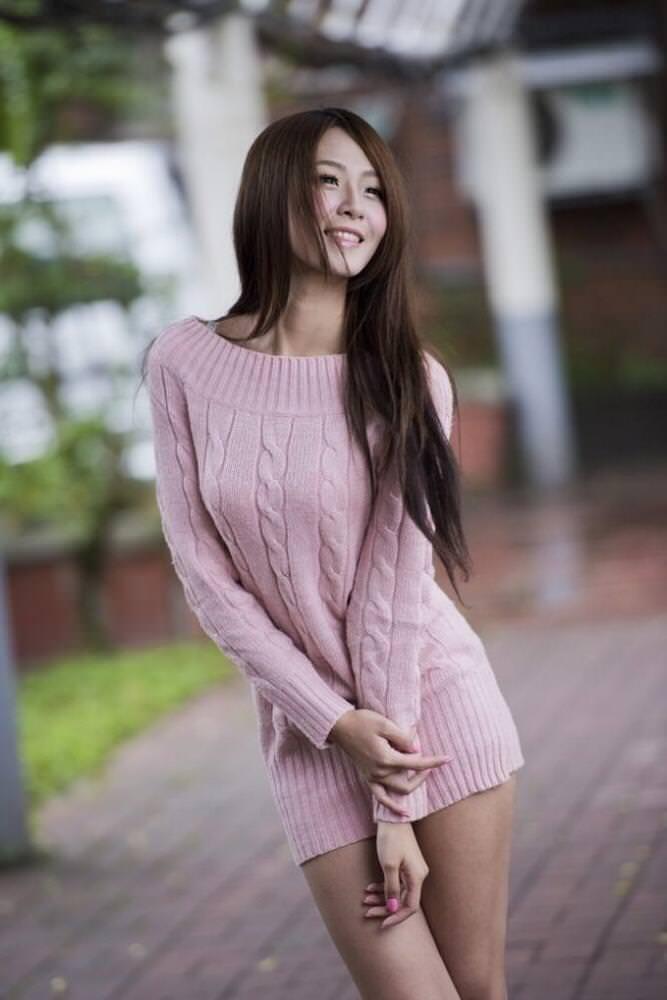 ニットの着衣巨乳 24