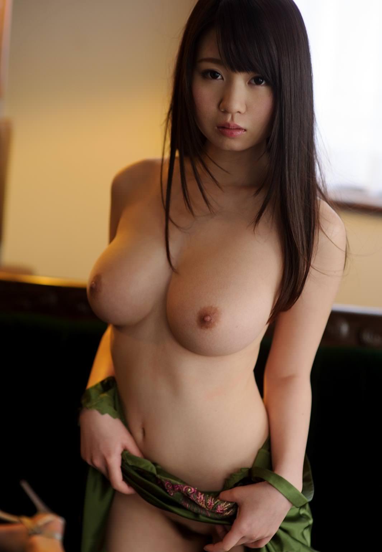 小顔で巨乳の美少女 2