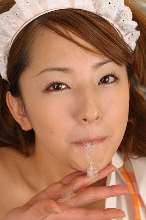 口からザーメンが溢れてる口内射精 5