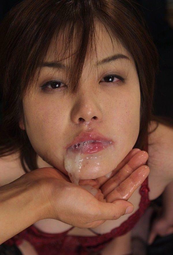 口からザーメンが溢れてる口内射精 24