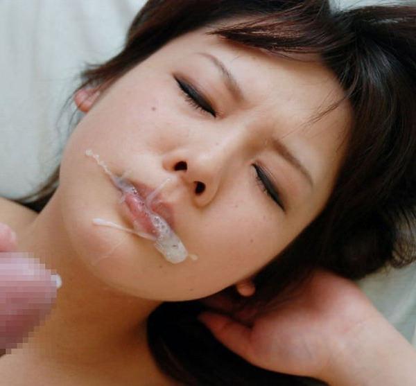 口内射精後の女の顔 4