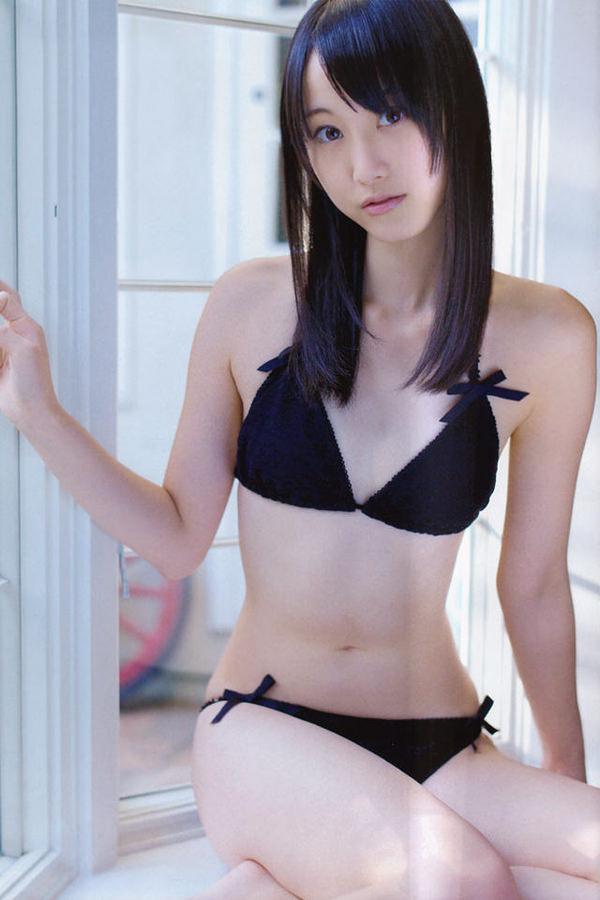 黒ビキニの美少女 1