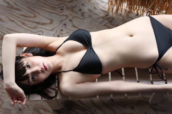 黒ビキニの美少女 22
