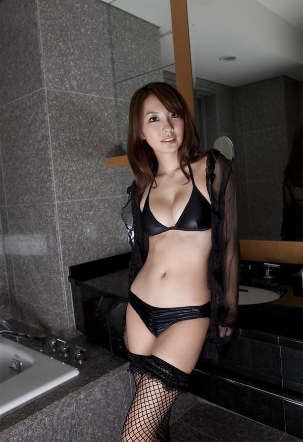黒ビキニの美少女 25