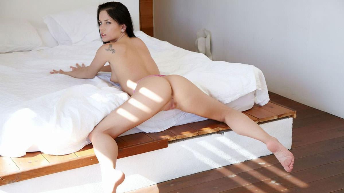 黒髪外国人美女のヌード 25