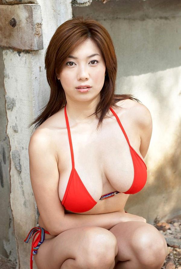 美巨乳ビキニ 8