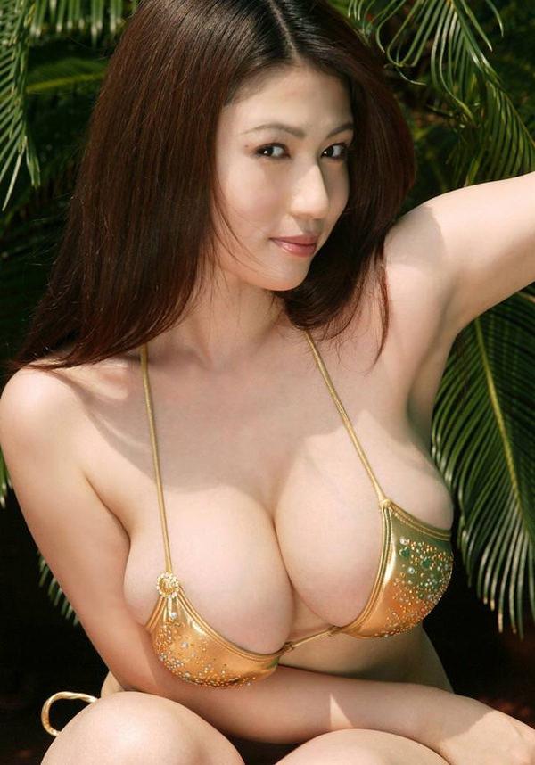 美巨乳ビキニ 19