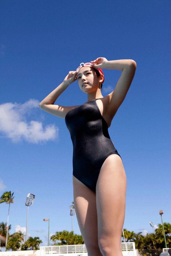 水泳キャップも被ってる競泳水着姿の女の子 29