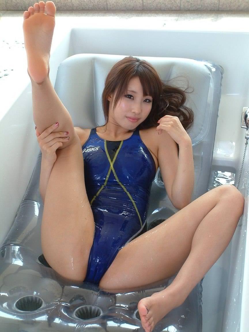 競泳水着の美少女 12