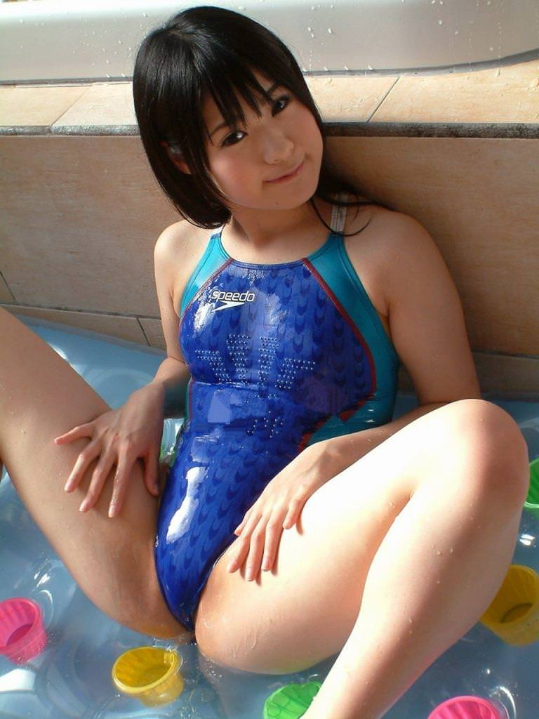 競泳水着の美少女 23
