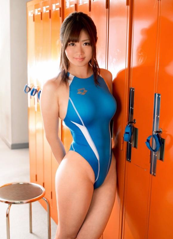 競泳水着の巨乳 11